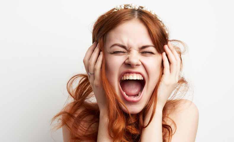 高い声で歌う時に口が横に開いていませんか?